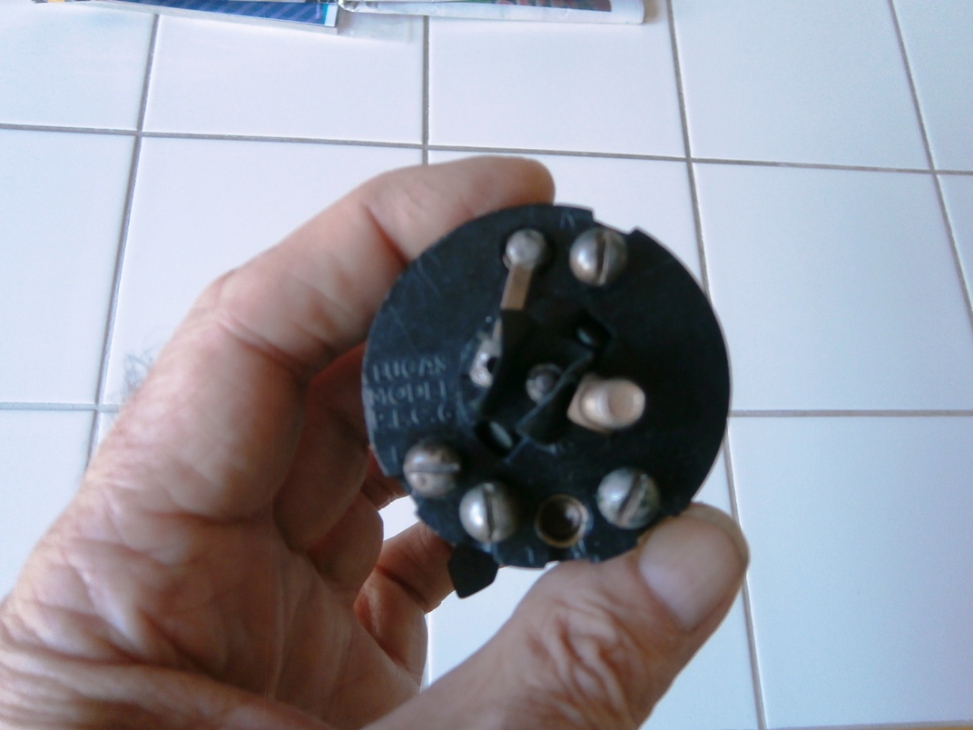 Name:  light switch1.JPG Views: 540 Size:  244.9 KB